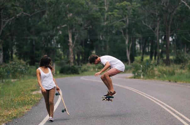skateboarding-chick-engagement-couple-bush-photography-inspiration4