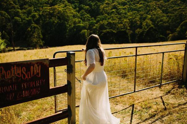 tim-coulson=photographer-bush-wedding-sydney-amazing-creek-river-country10