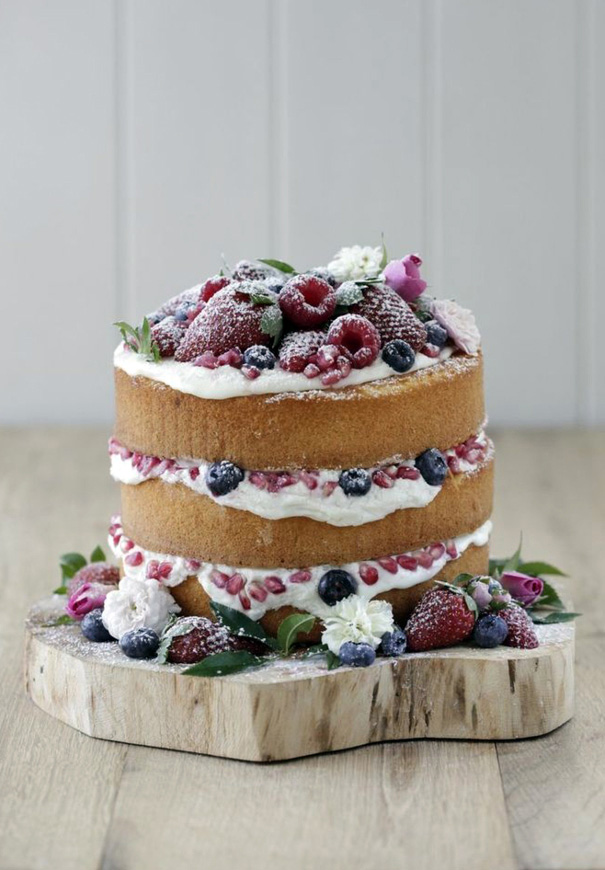 DIY-naked-wedding-cake-berries-inspiration