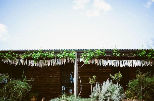 the-wanderers-daisies-boho-bride-country-hippie-wedding-farm-inspiration10