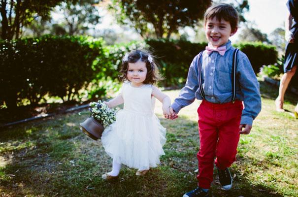 the-wanderers-daisies-boho-bride-country-hippie-wedding-farm-inspiration15
