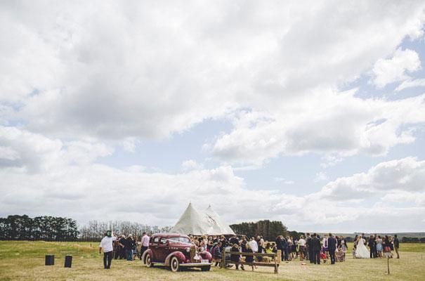 TAS-country-wedding-hay-bales-diy-ideas38
