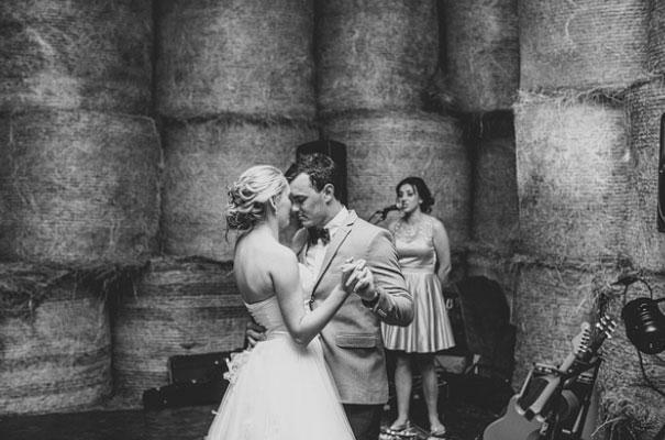 TAS-country-wedding-hay-bales-diy-ideas69