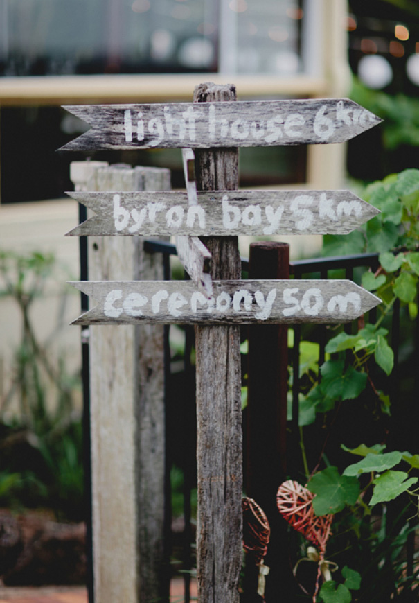 QLD-vicky-lee-queensland-wedding-photographer-just-married-sign23
