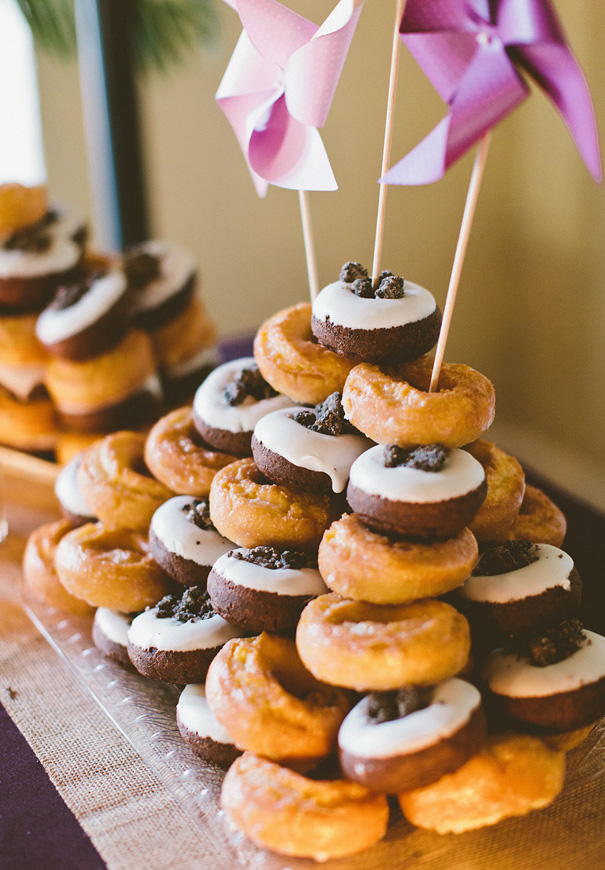 naked-wedding-cake-reception-flowers-inspiraton-donut-cake22