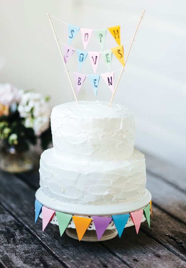 DIY-vanilla-wedding-cake-bunting-topper
