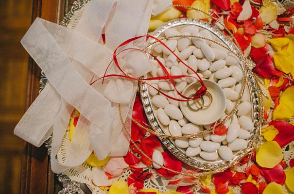 jardine-botanic-orange-peach-roses-bride-flowers-greek-wedding11