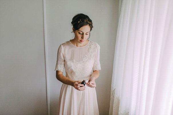 jardine-botanic-orange-peach-roses-bride-flowers-greek-wedding14