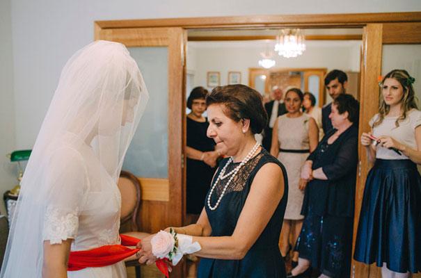 jardine-botanic-orange-peach-roses-bride-flowers-greek-wedding19