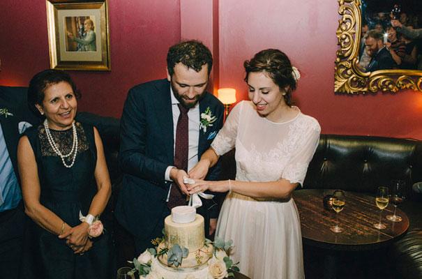 jardine-botanic-orange-peach-roses-bride-flowers-greek-wedding53