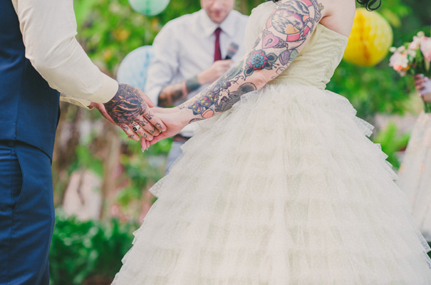 rock-n-roll-retro-vintage-bride-bright-backyard-wedding13