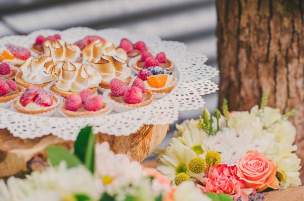 rock-n-roll-retro-vintage-bride-bright-backyard-wedding16