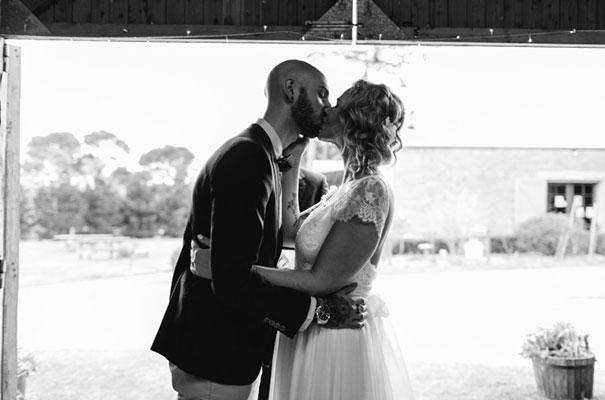 barn-grace-loves-lace-food-trunk-wedding-reception11