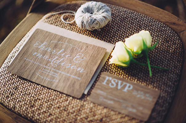 boho-gypsy-garden-outdoor-relaxed-wedding-inspiration-daisies-yellow3