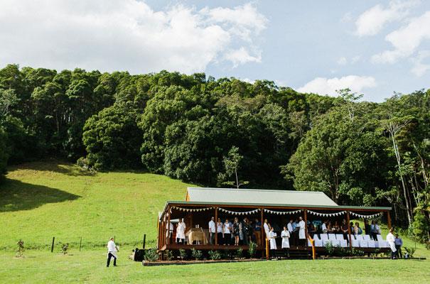 jenny-packham-bride-country-barn-diy-wedding11