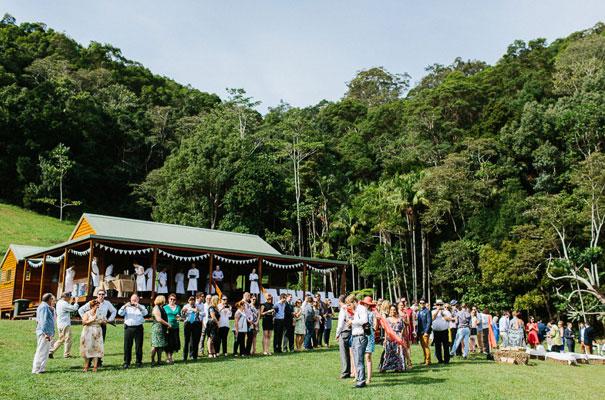 jenny-packham-bride-country-barn-diy-wedding14