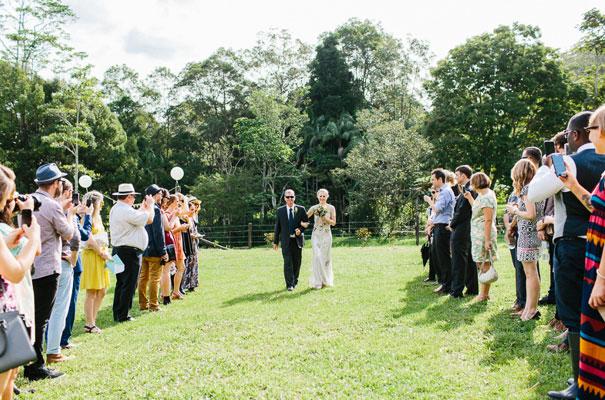 jenny-packham-bride-country-barn-diy-wedding15