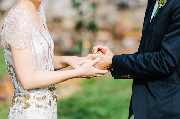 jenny-packham-bride-country-barn-diy-wedding17