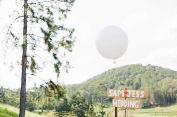 jenny-packham-bride-country-barn-diy-wedding3