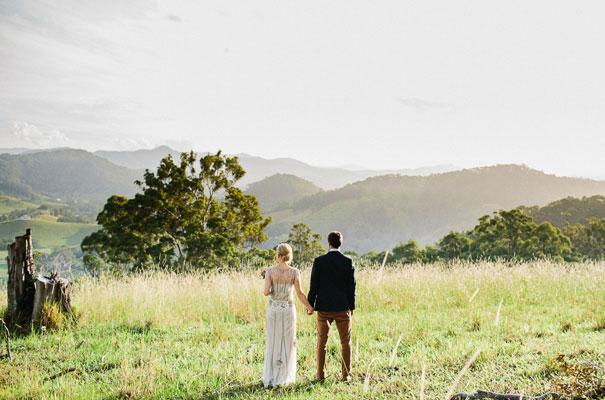 jenny-packham-bride-country-barn-diy-wedding32