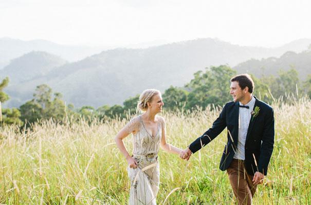 jenny-packham-bride-country-barn-diy-wedding35