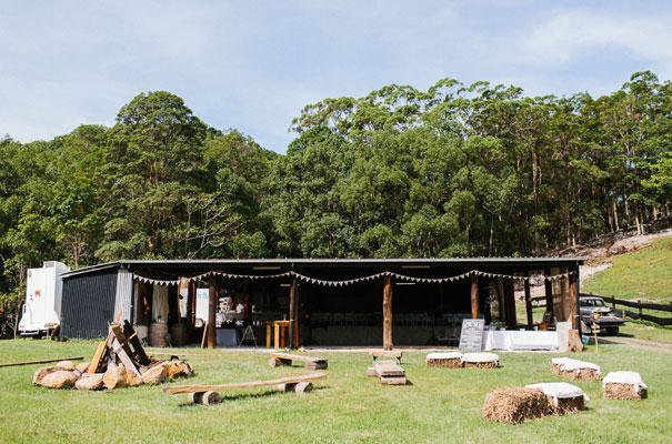 jenny-packham-bride-country-barn-diy-wedding4
