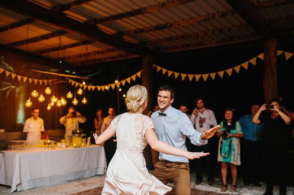 jenny-packham-bride-country-barn-diy-wedding47