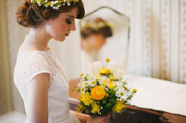 yellow-country-vintage-lace-dress-daisies-wedding-jess-jackson10