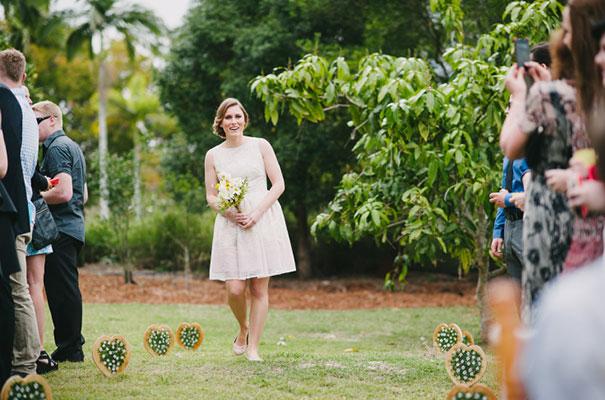 yellow-country-vintage-lace-dress-daisies-wedding-jess-jackson18