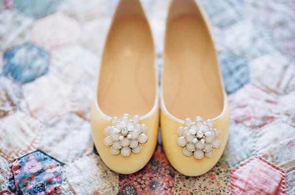 yellow-country-vintage-lace-dress-daisies-wedding-jess-jackson3