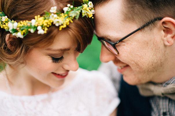 yellow-country-vintage-lace-dress-daisies-wedding-jess-jackson35