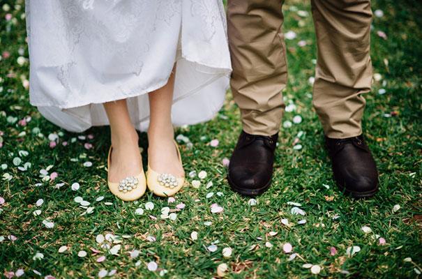 yellow-country-vintage-lace-dress-daisies-wedding-jess-jackson36