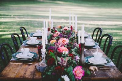 HERO-rose-dark-romantic-wedding-table-styling-inspiration