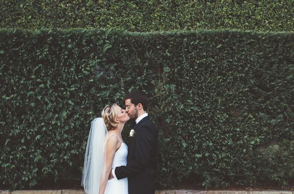 DIY-backyard-wedding-ladder-floral-styling-inspiration24