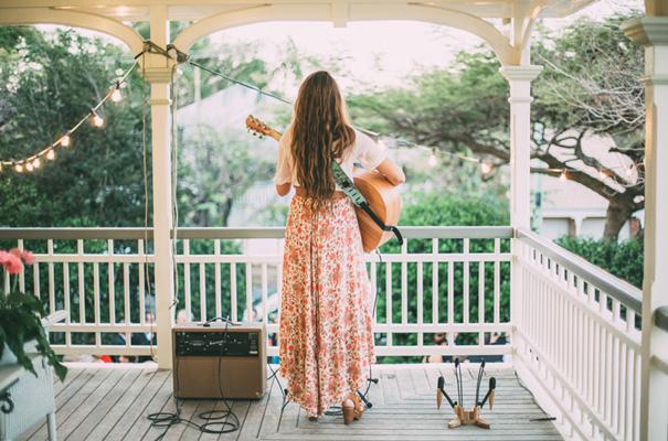 DIY-backyard-wedding-ladder-floral-styling-inspiration34