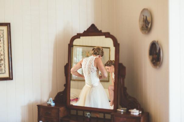 DIY-backyard-wedding-ladder-floral-styling-inspiration7