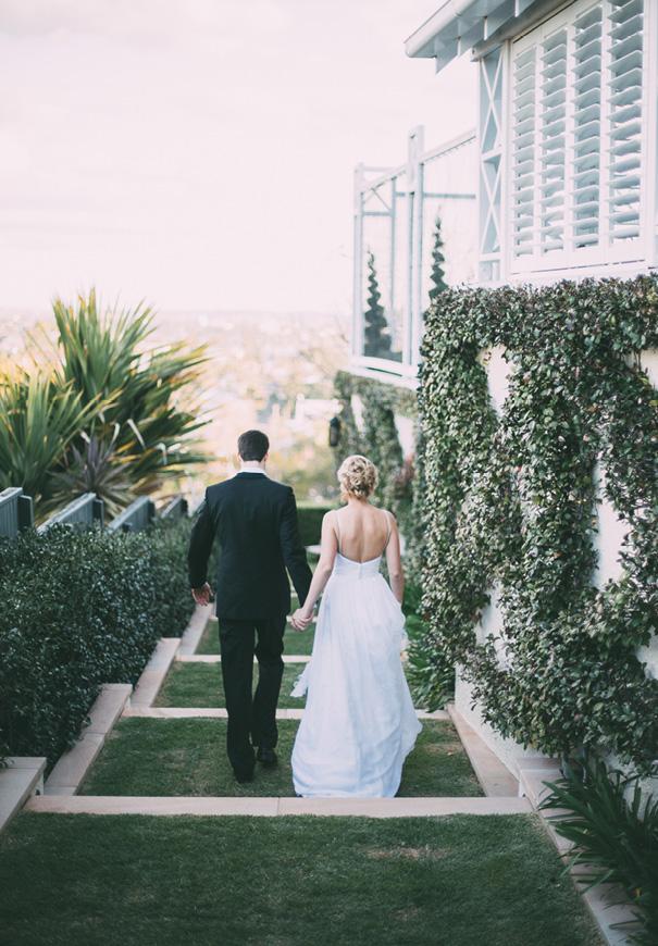 best-DIY-backyard-wedding-ladder-floral-styling-inspiration5