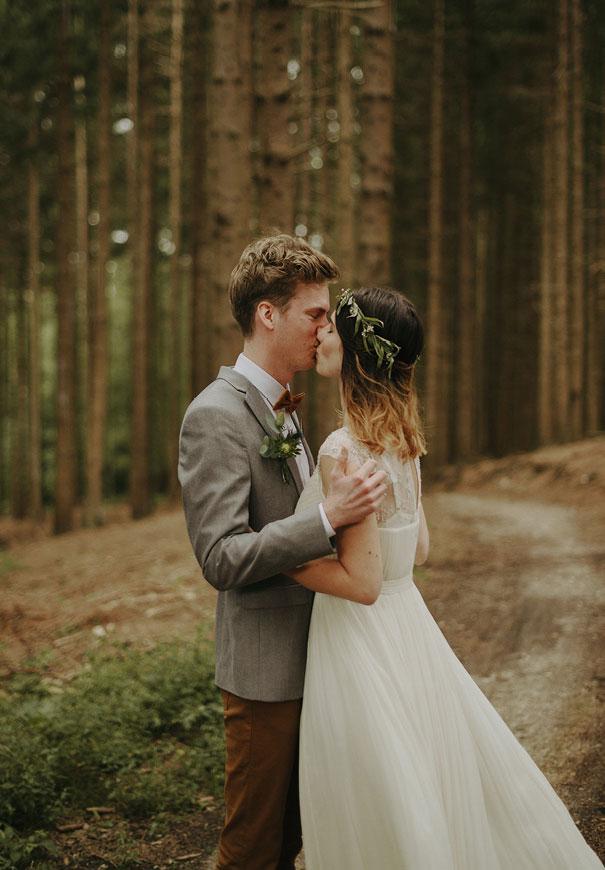 j-crew-wedding-dress-netherlands-real-wedding-provincial-backyard-bbq3
