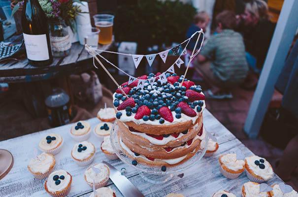 wedding-cake-different-ideas-fruit-flowers-succulents-dessert4