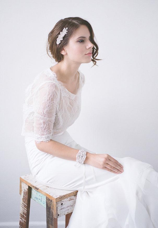 bridal-hair-accessories-veil-robe-lace-gold-pearl