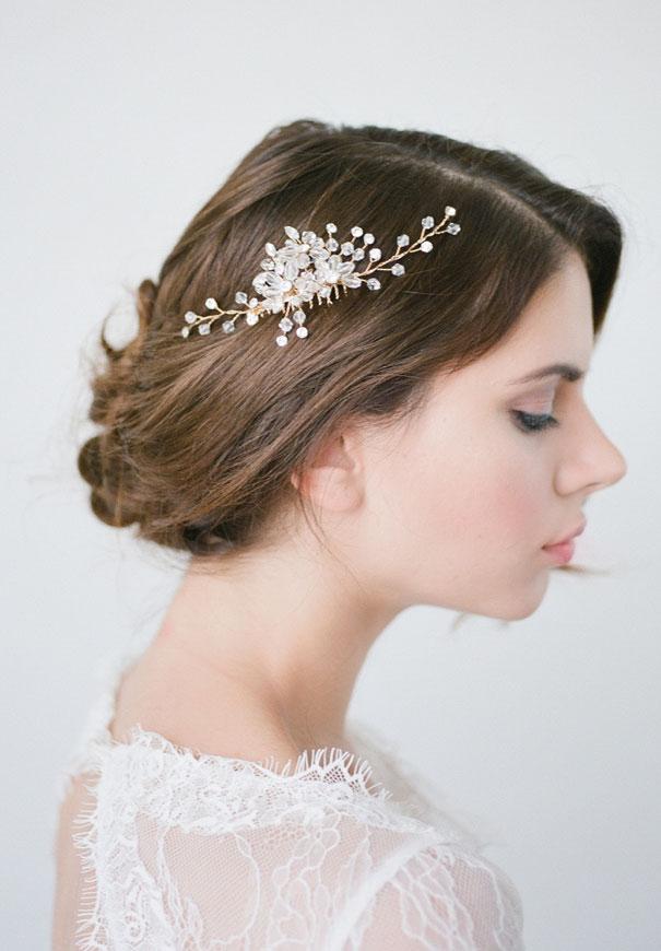 bridal-hair-accessories-veil-robe-lace-gold-pearl10