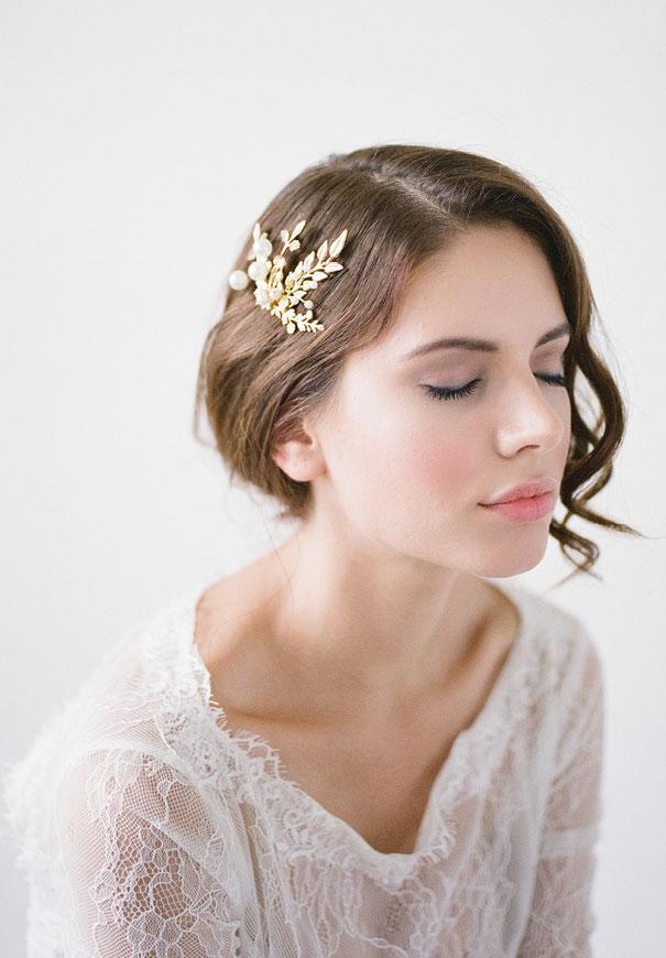 bridal-hair-accessories-veil-robe-lace-gold-pearl11
