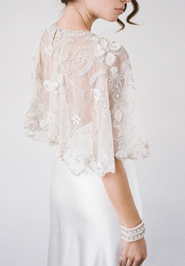 bridal-hair-accessories-veil-robe-lace-gold-pearl12