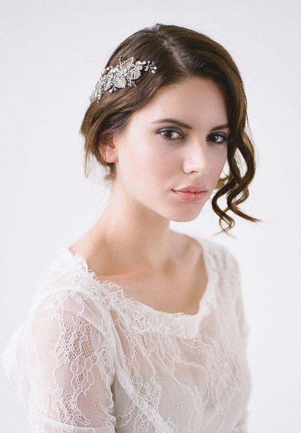 bridal-hair-accessories-veil-robe-lace-gold-pearl13