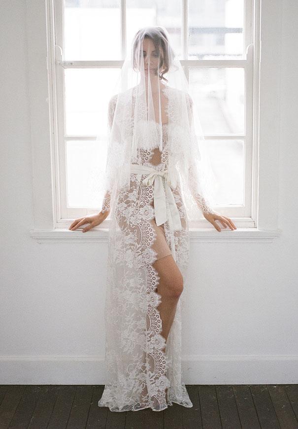 bridal-hair-accessories-veil-robe-lace-gold-pearl15