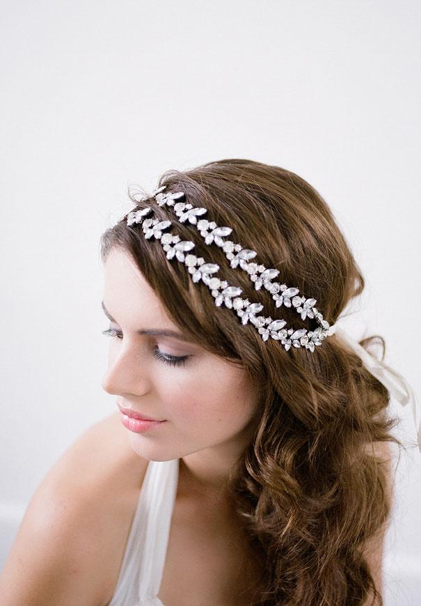 bridal-hair-accessories-veil-robe-lace-gold-pearl2