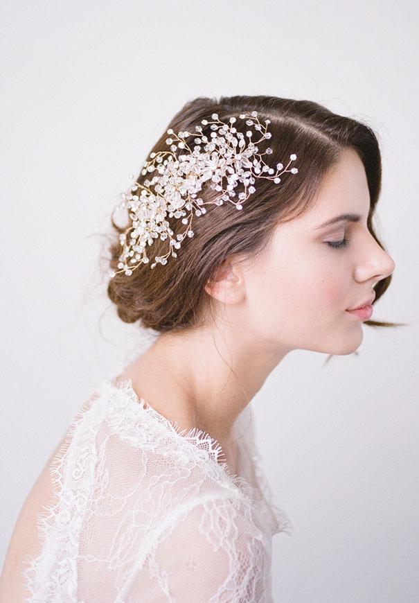 bridal-hair-accessories-veil-robe-lace-gold-pearl3