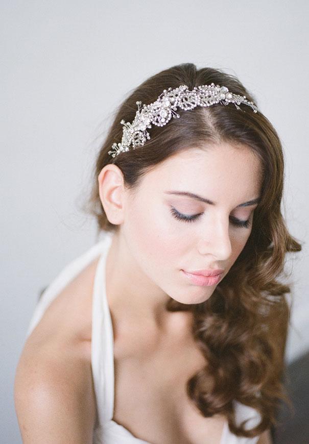 bridal-hair-accessories-veil-robe-lace-gold-pearl4