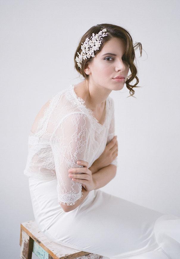 bridal-hair-accessories-veil-robe-lace-gold-pearl5