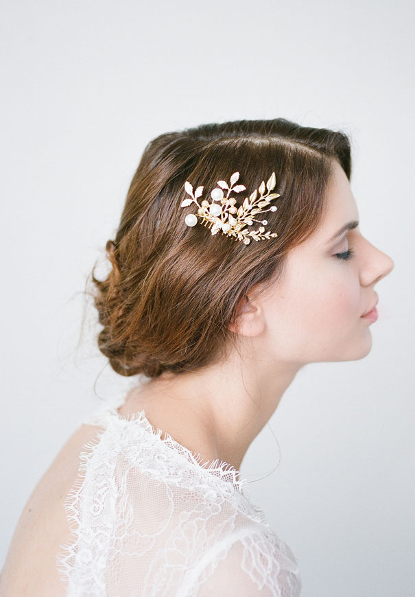 bridal-hair-accessories-veil-robe-lace-gold-pearl6